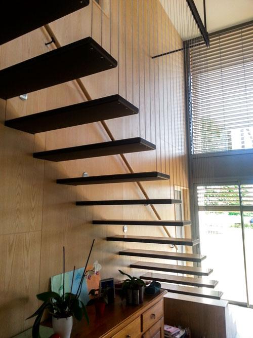 escalier suspendu noble acier. Black Bedroom Furniture Sets. Home Design Ideas