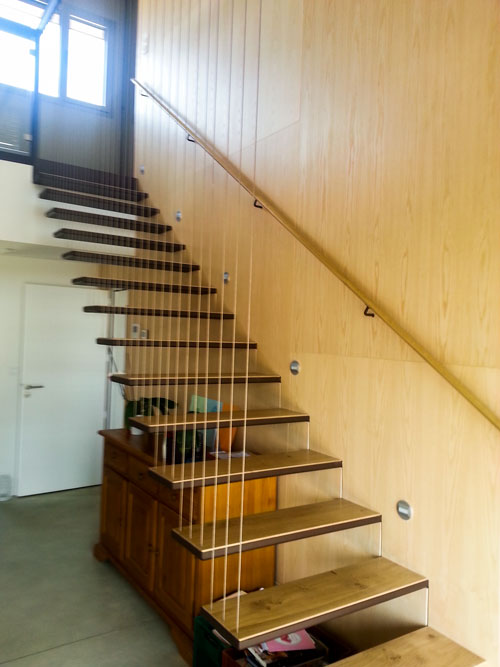 Escalier suspendu – Noble Acier