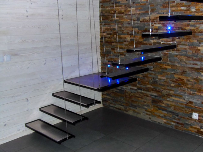 escalier suspendu en acier avec led noble acier. Black Bedroom Furniture Sets. Home Design Ideas