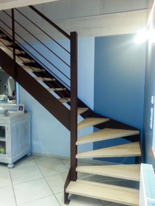 escalier acier et marches en bois noble acier. Black Bedroom Furniture Sets. Home Design Ideas